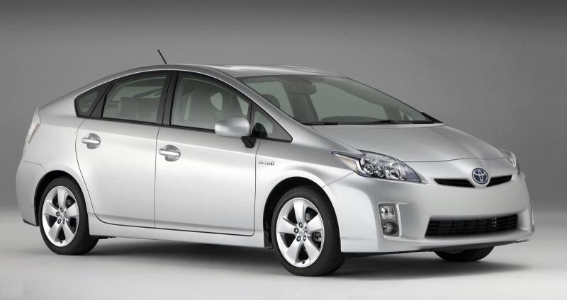 Гибридная Toyota Prius 2010